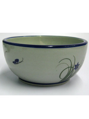 MEXICAN STONEWARE / 'Blue Rim Butterfly' Salad bowl / A great complement for a tasty salad, this bowl is part of our 'Blue Rim Butterfly' collection.