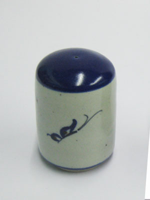 MEXICAN STONEWARE / 'Blue Rim Butterfly' Salt shaker / This beautifully decorated salt shaker will make a great accesory for your 'Blue Rim Butterfly' collection.