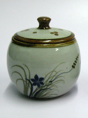MEXICAN STONEWARE / 'Brown Rim Butterfly' Sugar bowl / This lovely sugar bowl comes adorned with a butterfly, flowers and grass bordered with a brown rim.