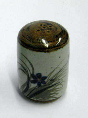 MEXICAN STONEWARE / 'Brown Rim Butterfly' Salt shaker / This beautifully decorated salt shaker will make a great accesory for your 'Brown Rim Butterfly' collection.