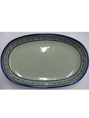 Mexican Dinnerware - Tropical / 'Tropical' Serving platter / With a handcrafted design, this serving platter is perfect for fruit display on a table or serving the main dish. It is adorned with a cobalt blue rim and a multicolor motif resembling tropical flowers.