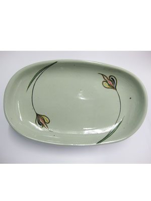 MEXICAN STONEWARE / 'Tulip' Serving platter / With a very chic design, this serving platter is perfect for fruit display on a table or serving the main dish. It is adorned with a single mutlicolor tulip.