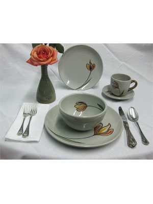 Dinnerware - Tulip / 'Tulip' 5 piece dinnerware set (1 person) / This ceramic dinnerware set has a minimalist decoration, it comes adorned with a single multicolor tulip. It includes one dinner plate, one salad plate, one soup bowl, a coffee cup and saucer.