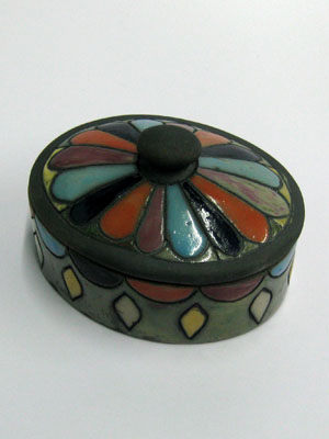 MEXICAN RAKU CERAMICS / Medium oval jewelry box / This beautiful oval jewel box is perfect for keeping necklaces and earrings, or as a decorative item for your living room. It features a hand painted flower with different color petals on the lid.