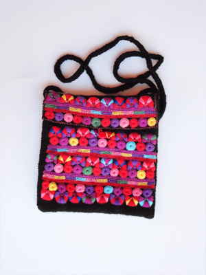 New Items / Chamula handwoven medium size handbag / This handbag was handwoven from wool and cotton by a weaver in the town of San Juan Chamula, Chiapas. Various sizes available.