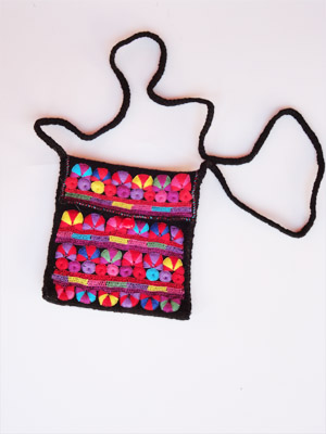 MEXICAN TEXTILES / Chamula handwoven small size handbag / This handbag was handwoven from wool and cotton by a weaver in the town of San Juan Chamula, Chiapas. Various sizes available.