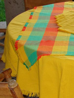 New Items / Cotton Tablecloth with napkins Round and Square Combination 1 / This combination of a solid color round tablecloth with a colorful plaid square one will bring elegance and a touch of joy to your table.