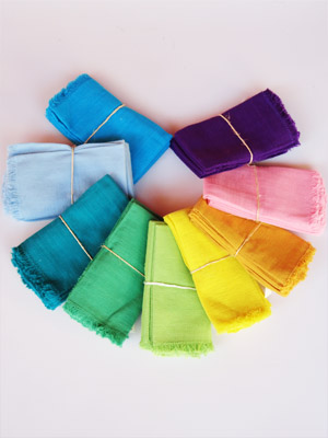 Sale Items / Cotton napkins (set of 4) - Many colors to choose from / Match your table setting with any of these sets of 4 napkins. You can choose from 9 different colors: Blue, Light Blue, Dark Turquoise, Green, Light Green, Yellow, Orange, Pink or Purple. After you have placed your order, please send us an email with your color choice to: CustomerService@mexhandcraft.net